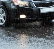 """Dicas de cuidados ao dirigir na """"primeira chuva"""""""