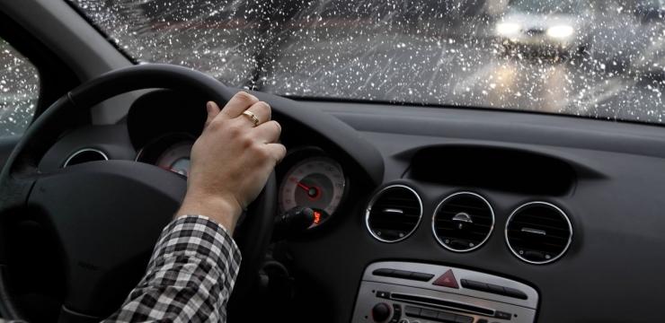 Direção defensiva: tome cuidado ao dirigir em dias chuvosos