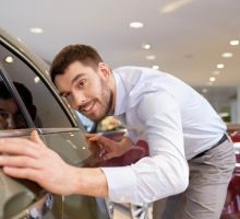 Vai comprar um carro seminovo? Veja 8 dicas para verificar a qualidade do veículo!