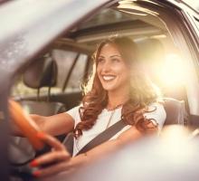 Seguro de carro para mulher é mais barato? Veja como funciona a variação