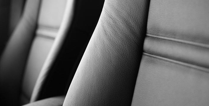 Banco de couro ou tecido: descubra qual escolher para seu carro